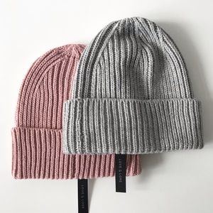 NWT Set of 2 Chunky Ribbed Beanies Toques